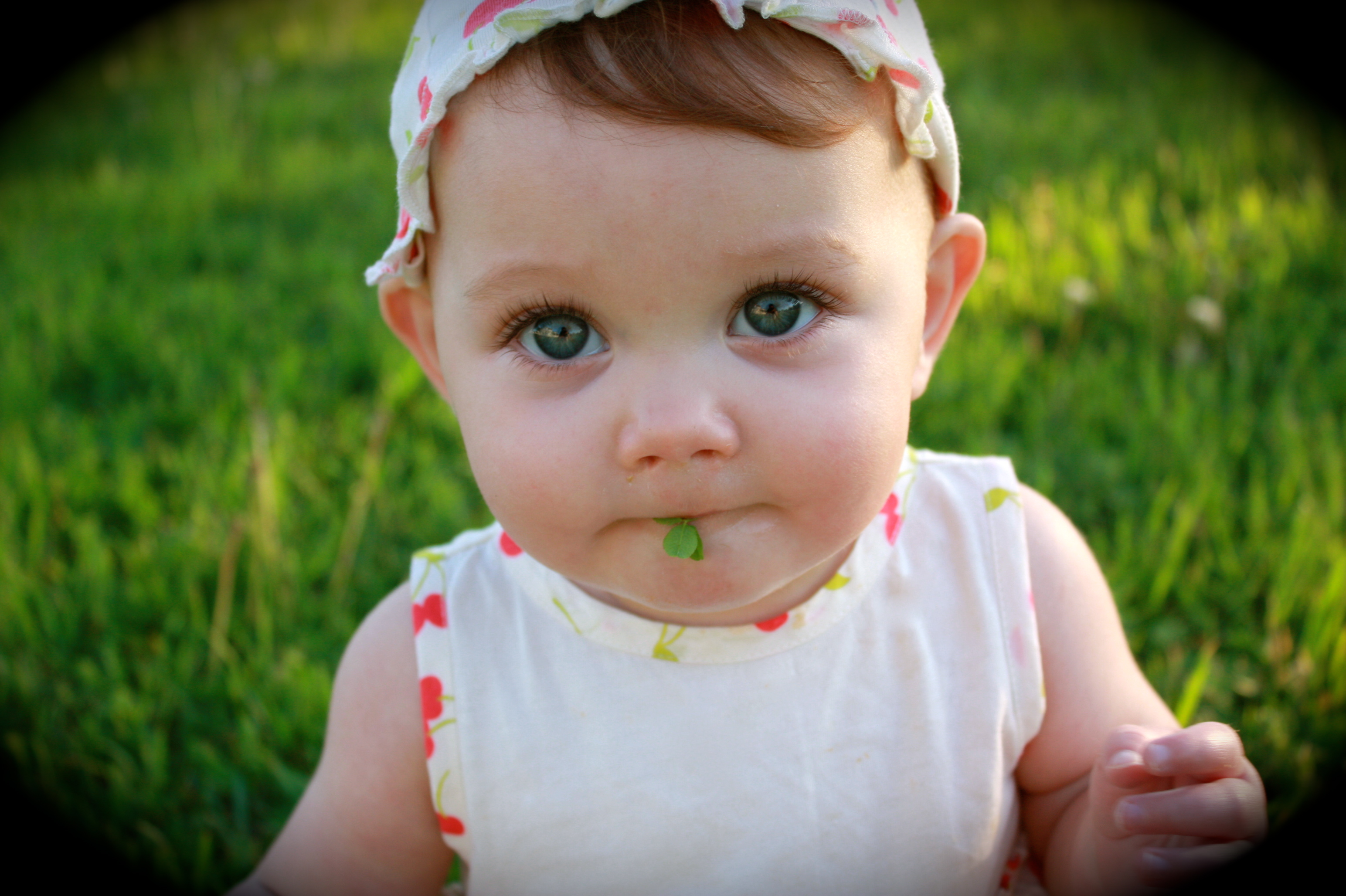Baby Girl With Green Eyes And Brown Hair Pictures to Pin ...
