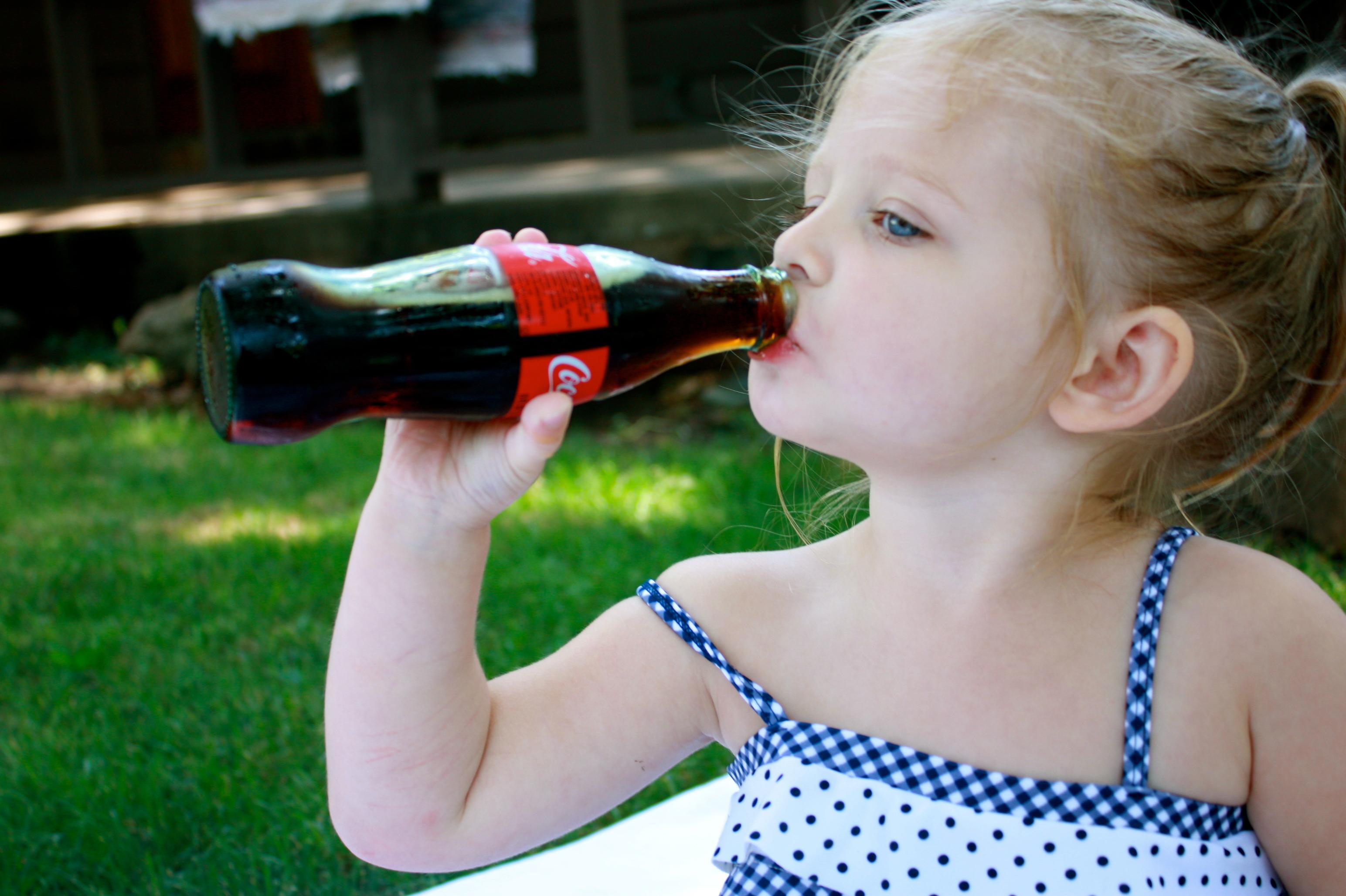 """Ar vaikams kenkia """"Coca-cola""""? Daktaro Komarovskio atsakymas jus labai nustebins!"""
