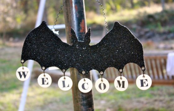 A sparkly bat greeted our little guests.